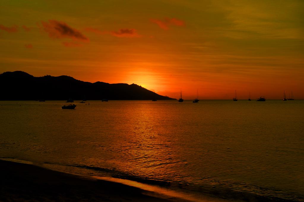 sunset on horseshoe bay magnetic island