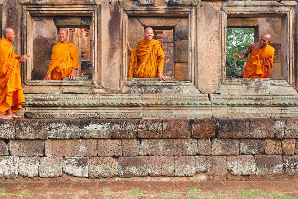 Monks at Muang Tam