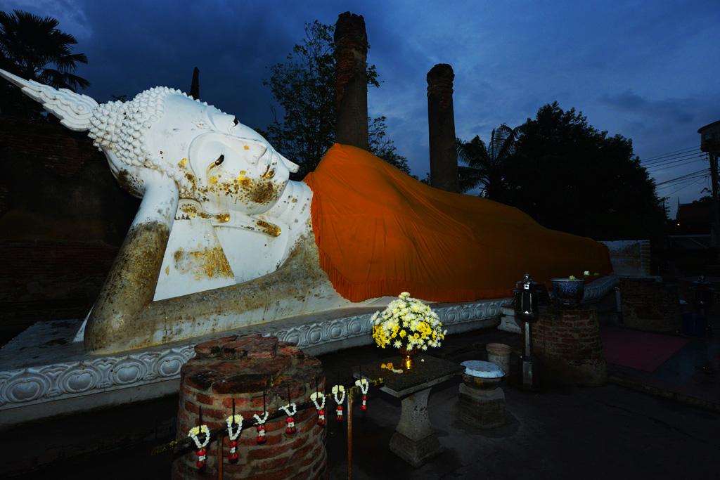 Sleeping Buddha Wat Yai Chai Mang Khon
