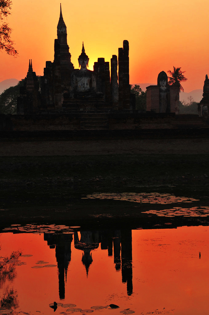 Sunset at Wat Mahathat in Sukhothai