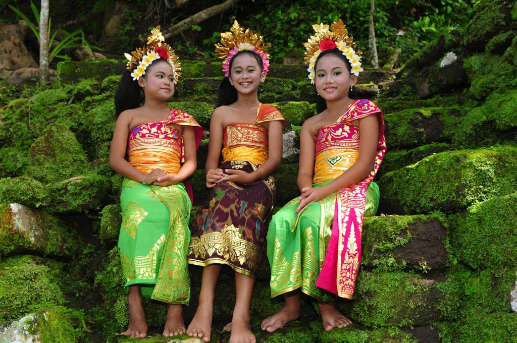 Bali girls in traditional dress