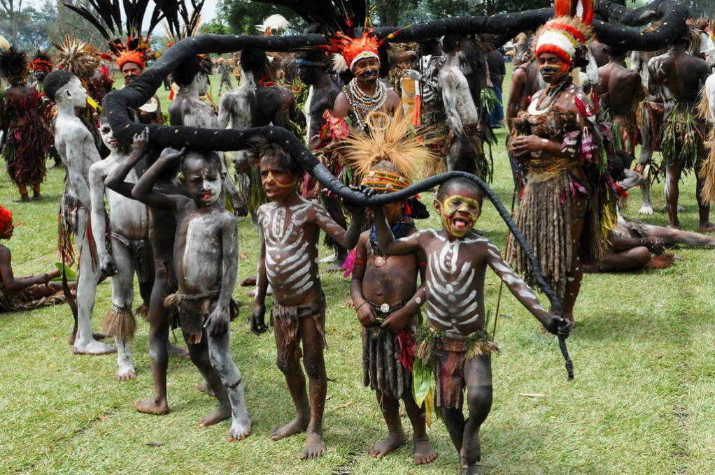 Children at Goroka festival