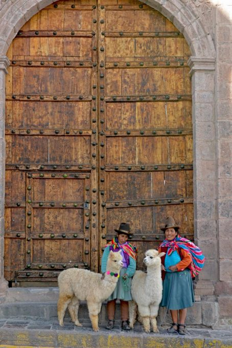 Ladies and Llamas in Cusco