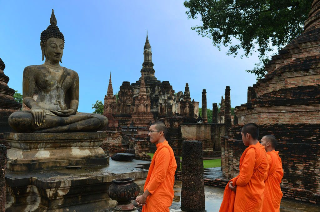 Monks at Wat Mahathat