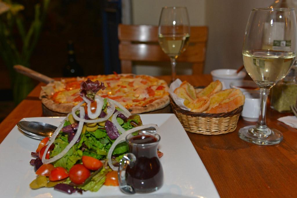 Vegetarian pizza at La Bodega in Cusco
