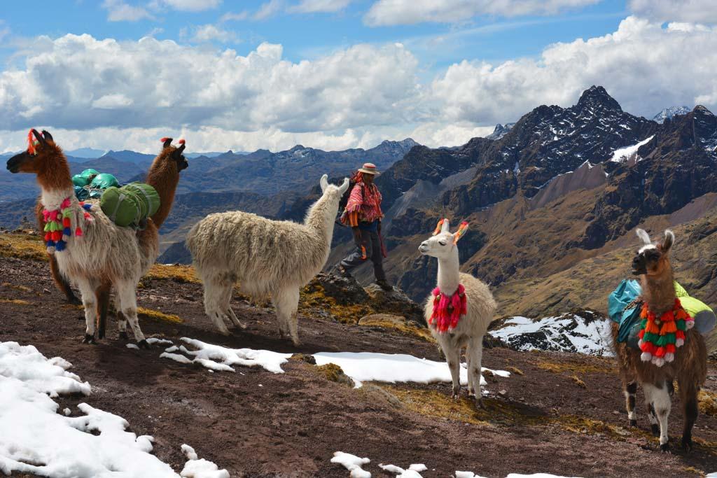 beautiful-scenery-on-the-lares-trek