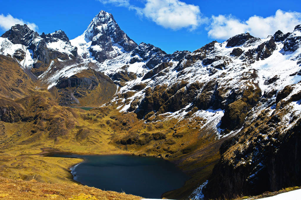 lares trek lakes
