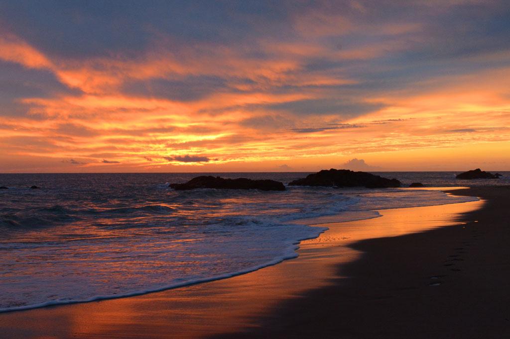 sunrise-middle-rocks-deepwater-national-park